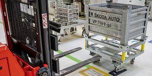 Závod společnosti ŠKODA AUTO ve Vrchlabí zahájil automatické objednávání a dodávání dílů na obráběcí linky CNC