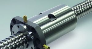 Spolupráce mezi CHIRON Group a NSK: obráběcí centra využívají kuličkové šrouby s chlazením matice pro zvýšení kvality povrchu frézovaných obrobků